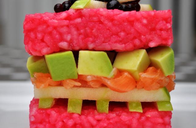 Sushi Cube Saumon de Norvège, pomme Granny, avocat et caviar de soja - Photo par anneboF2u