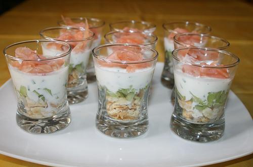 Verrine de saumon au fromage blanc et concombre - Photo par Aux bons p'tits prat