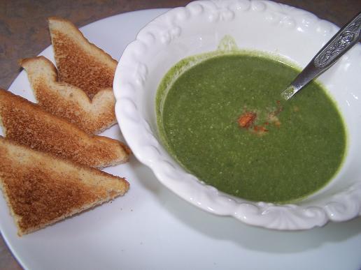 Soupe aux épinards et amandes - Photo par lotushomecooking