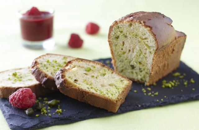 Cake marbré à la pistache et coulis de fruits rouges - Photo par Pure Via