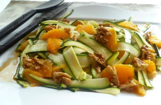 Salade de courgettes aux noix et à l'orange - Photo par Le cri de la courgette...