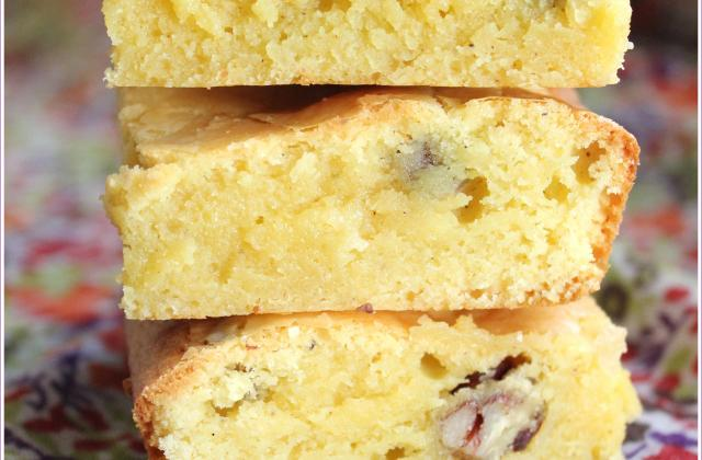 Brownie exotique chocolat blanc et noix de macadamia - Photo par Anaïck