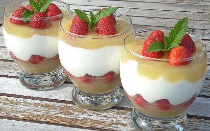 Verrine pommes fraises - Photo par La soupe à la citrouille