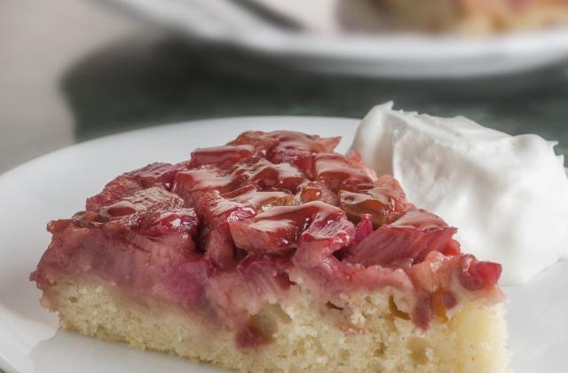 De saison : 5 gâteaux à se dépêcher de préparer avec la rhubarbe - Photo par Christelle de Cuisine de tous les jours