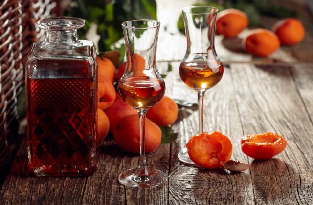 Liqueur de noyaux d'abricots - Photo par 750g