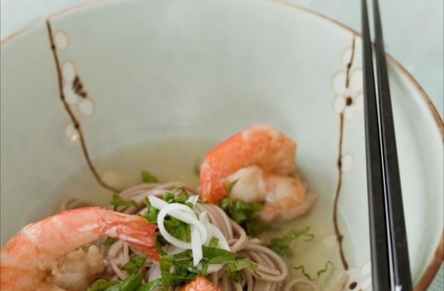 Nouilles Soba au dashi et tempura de crevettes - Photo par ademay