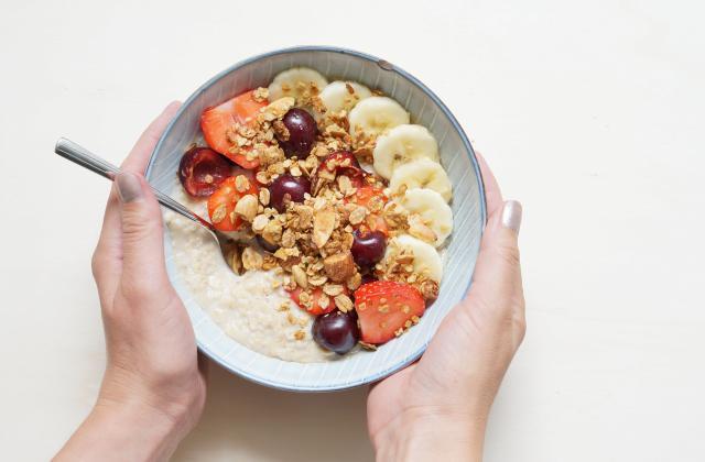 Porridge ultra rapide aux fraises et aux cerises - Photo par La cuisine de Géraldine