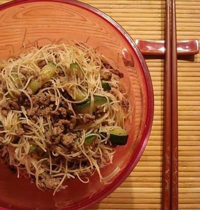 Nouilles de riz sautées au boeuf - Photo par emalamg