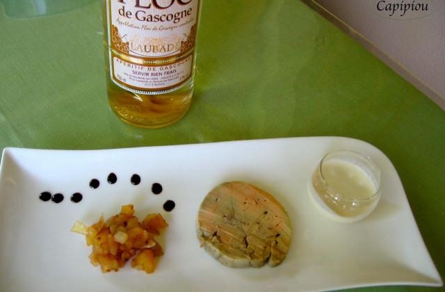 Chutney de pomme au Floc, crème d'ail et foie gras - Photo par Capipiou