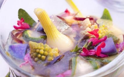 Petits légumes en bouillon d'herbes - Photo par gwenSC