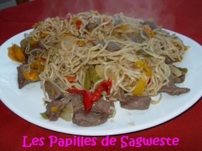 Nouilles sautées au bœuf poivrons coco - Photo par sagweste