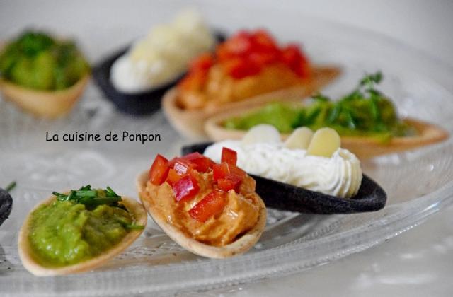 Apéritif de fines coquilles garnies de crème d'avocat, crème de tomates et fines herbes - Photo par Ponpon