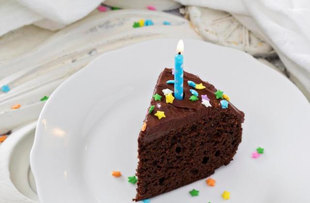 Gâteau d'anniversaire au chocolat - Photo par 750g