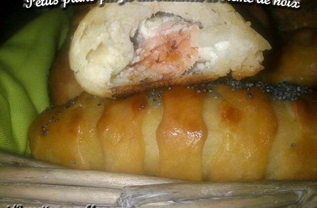 Petits pains farcis au saumon et sa crème fromagère aux noix - Photo par Inayha