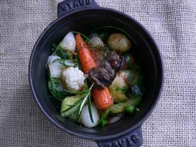Cocotte de légumes de printemps, brochette et caviar d'escargot - Photo par Chef Damien