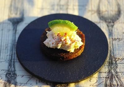 Toasts de pumpernickel au saumon et au rondelé - Photo par mognie