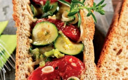 Pain de mie complet aux légumes marinés - Photo par Cuisines en Fête