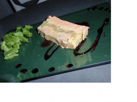 Foie gras aux poires caramélisées, réduction de cassis. - Photo par marielaurent