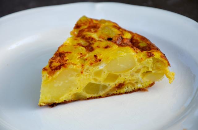Tortilla aux patates et oignons - Photo par ptitecC