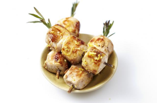 Brochettes de lapin au romarin, marinées au citron confit - Photo par CLIPP