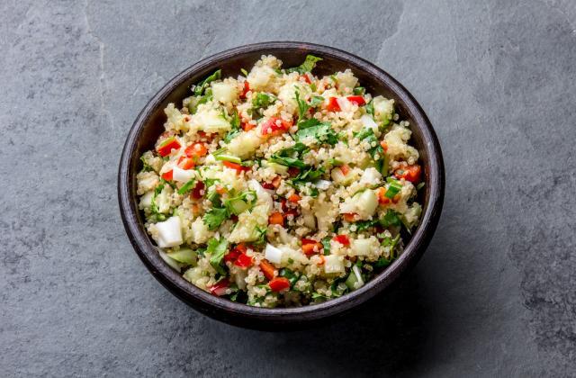 5 salades repas à préparer sur une base de quinoa - Photo par Amora