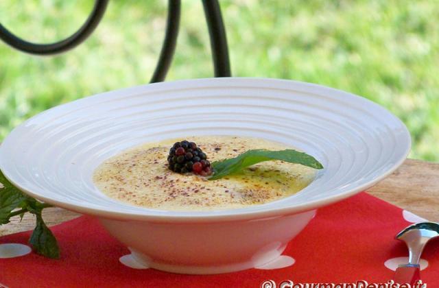 Gratin poires-mûres et sabayon à l'eau de vie de Poire Williams - Photo par Gourmandenise
