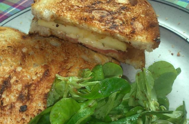 Grilled cheese aux oignons caramélisés - Photo par clairealicedelice