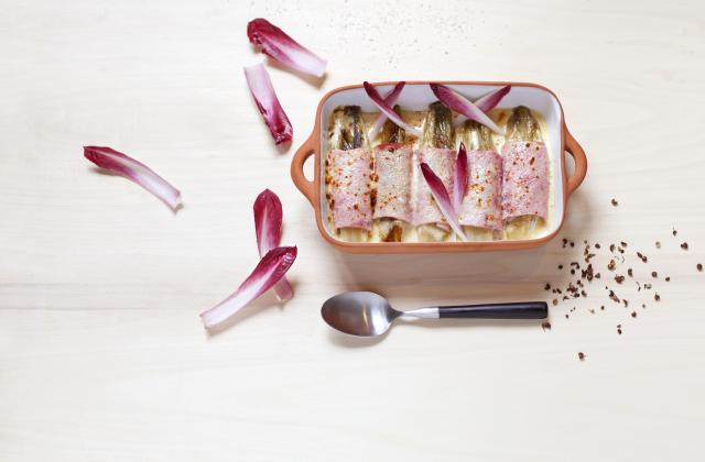 Endives braisées au miel, roulées au jambon et plumes d'endives - Photo par Netto