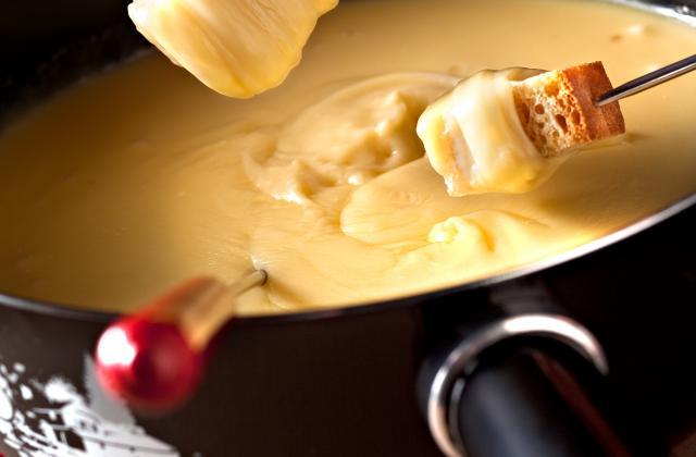 Fondue Moitié-Moitié - Photo par Les fromages de Suisse