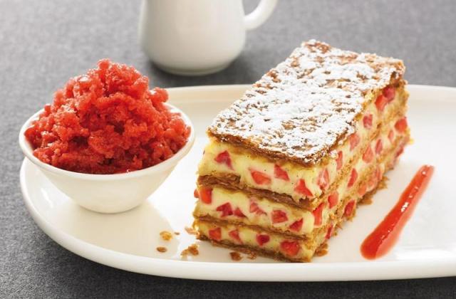 Millefeuille vanille bourbon, granité à la fraise - Photo par Mon dessert de fraises Andros