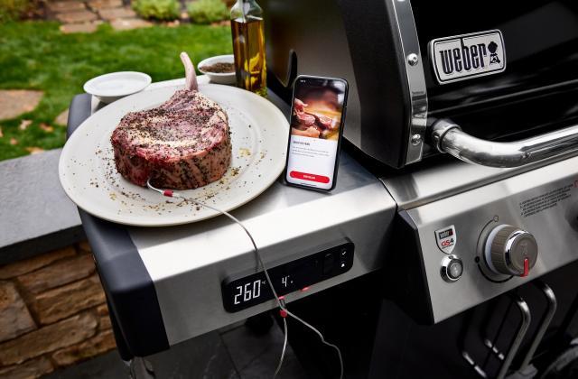 Côte de bœuf grillée au barbecueen cuisson connectée - Photo par Barbecues Weber