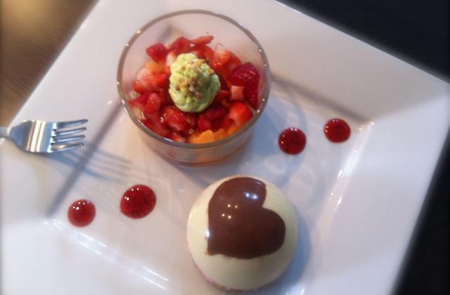 Dôme chocolat blanc à la mousse de framboise - Photo par jeba05