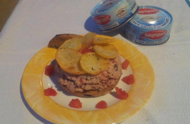 Thon à la tomate, biscuit aux olives et pomme de terre - Photo par cofabbina
