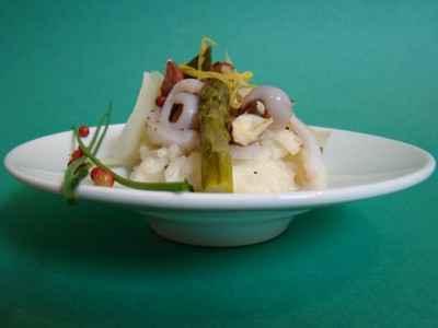 Risotto aux asperges vertes, encornets, noisettes et parmesan - Photo par Sandrine Baumann