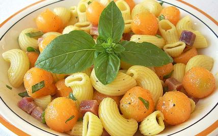 Pâtes fraîcheur au melon, jambon de Parme et basilic - Photo par La soupe à la citrouille