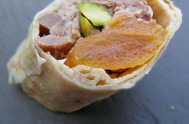 """Bouchées """"coin-coin"""": Roulés de confit de canard en crêpe de pain d'épice, gourmandises sucré-salées - Photo par celiep"""