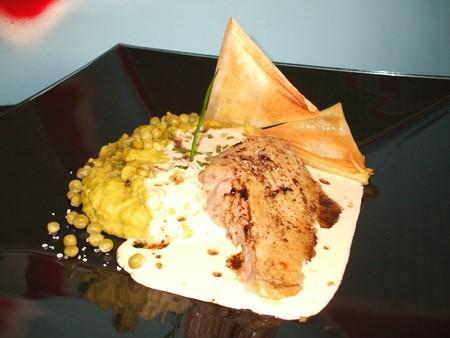 Canard accompagné de samoussas et de sauce foie gras avec une fine purée de petits pois ! Pour 5 - Photo par Recette de Benzo