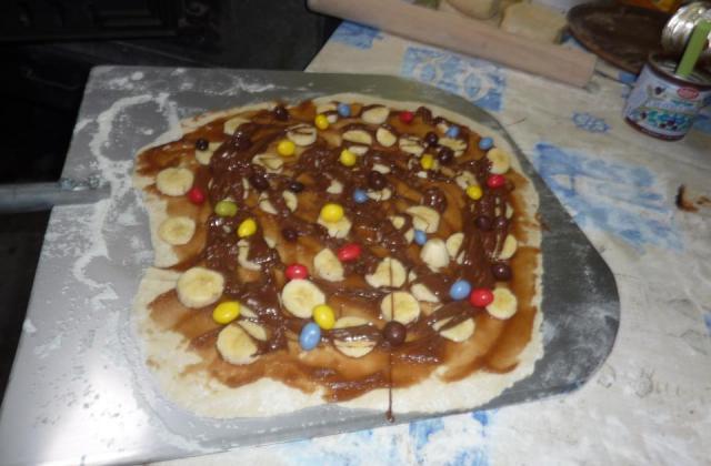 Pizza sucrée marron et chocolat - Photo par virginUaS