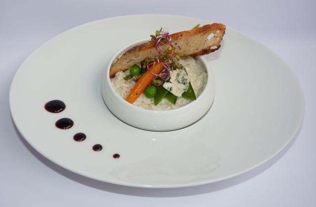 Risotto de roquefort Papillon et petits légumes bio, pousses et pain croustillant - Photo par Sandrine Baumann