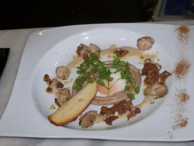 Poêlée de sot l'y laisse aux girolles, spirale de spaghettis aux châtaignes, l'oeuf cuit en basse température - Photo par gounyh