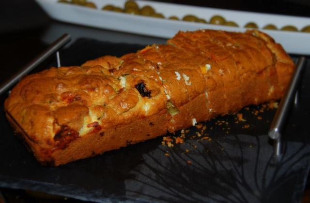 Cake à la feta et tomates confites - Photo par Papa Bosse et Maman Cuit