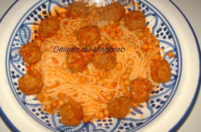 Spaghettis tunisienne à la boulette de viande à ma façon - Photo par besma95