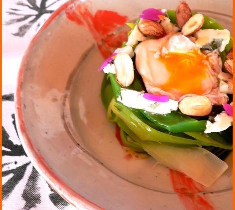 Salade tiède de poireau à l'oeuf poché et Roquefort Papillon - Photo par Chef Damien