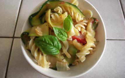 Salade de pâtes aux courgettes caramélisées - Photo par raurau