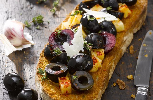 Bruschetta olives, manchego et cerises - Photo par mixnol