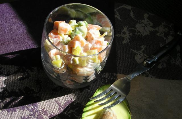 Tartare de saumon, mangue et avocat en verrine - Photo par velvet