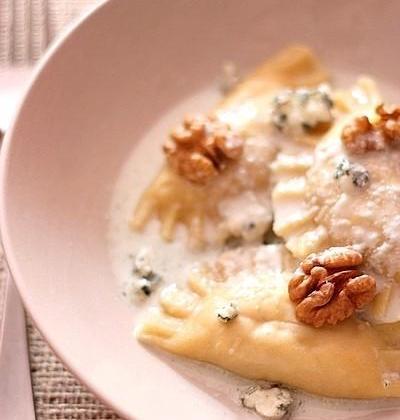Ravioles fromagères au poulet et aux noix, sauce au Roquefort - Photo par Gourmandiseuse