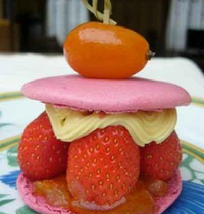 Macaron aux fraises et aux Kumquats confits et sa crème parfumée aux épices - Photo par 750g
