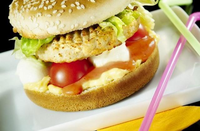 Hamburger au poulet gratiné - Photo par Maître Coq