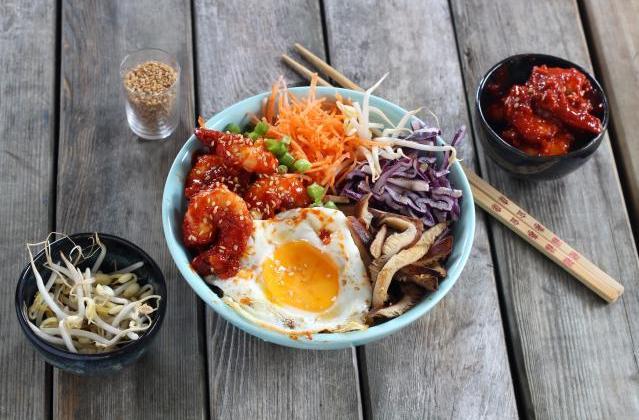 Bibimbap coréen aux crevettes, légumes et champignons - Photo par Silvia Santucci